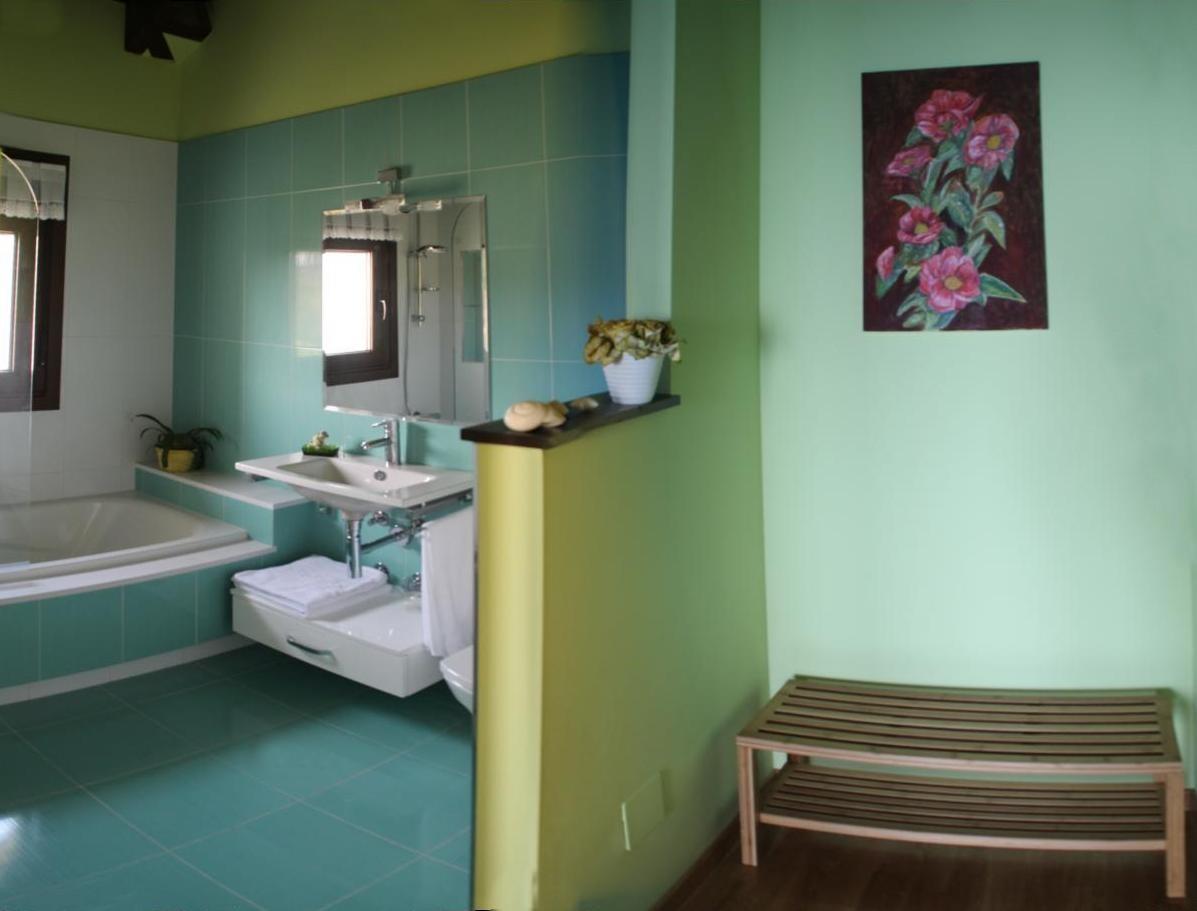Baño Verde Pistacho Blanco:Habitaciones ‹‹ Casa Rural La Pomara del Mar